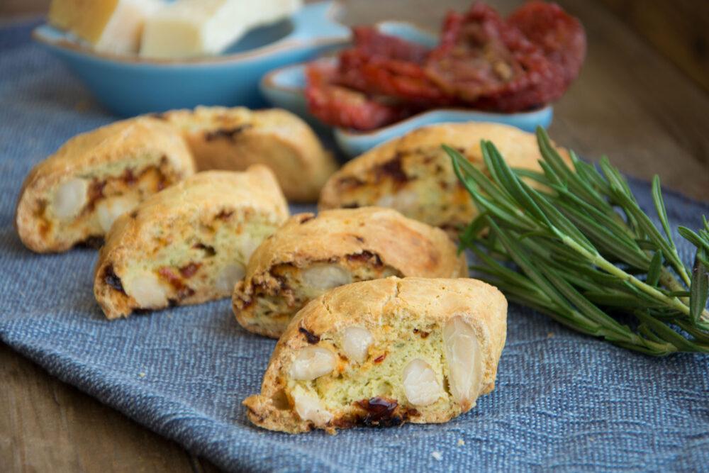 Cantucci al rosmarino e pomodori secchi-Senza glutine per tutti i gusti